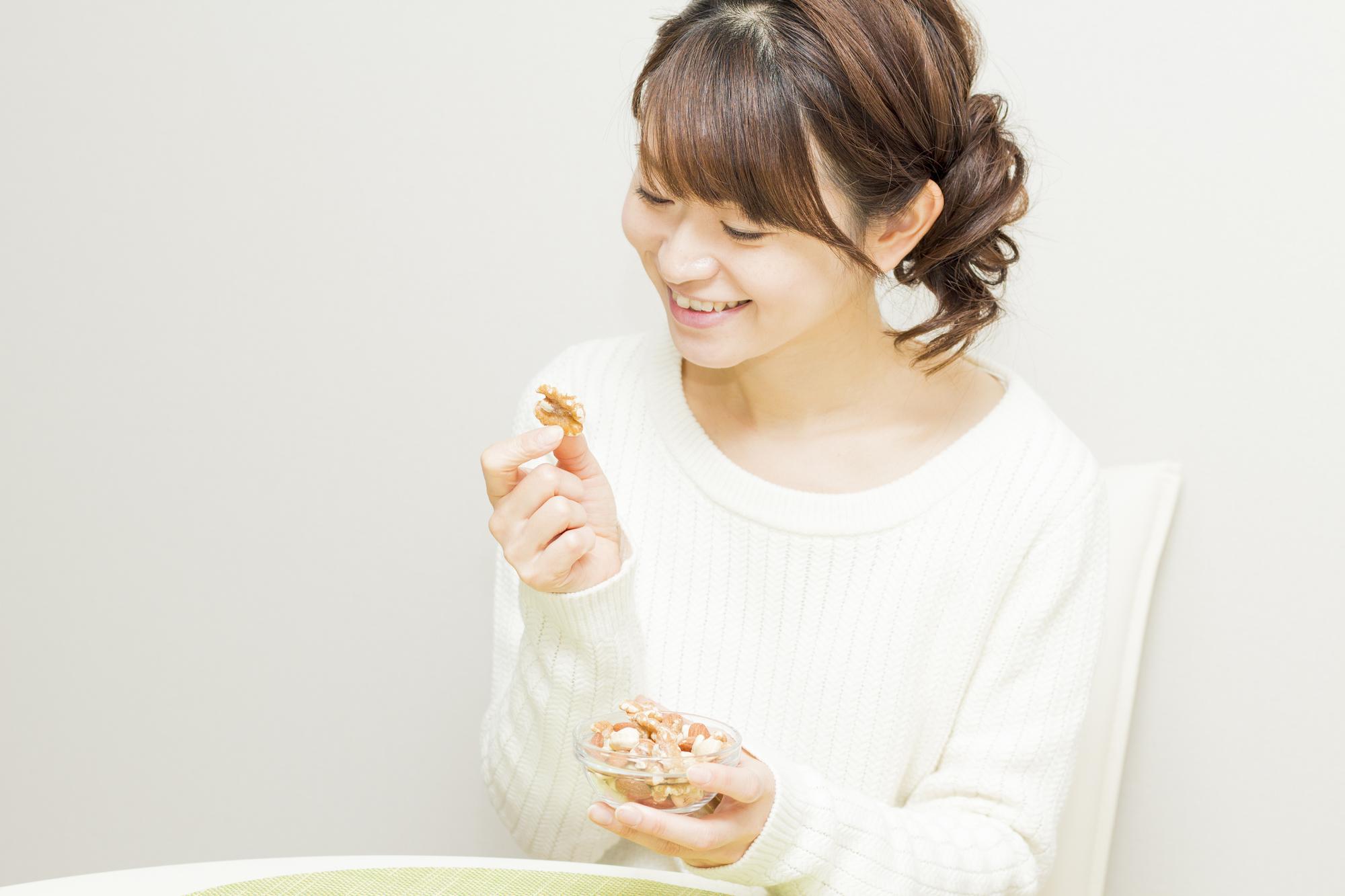くるみはナッツ類の中でも高カロリー? 糖質や脂質は?太らない食べ方も解説!